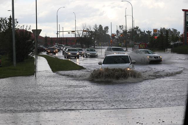 หน้าฝนจะขับรถอย่างไรให้ปลอดภัย ?